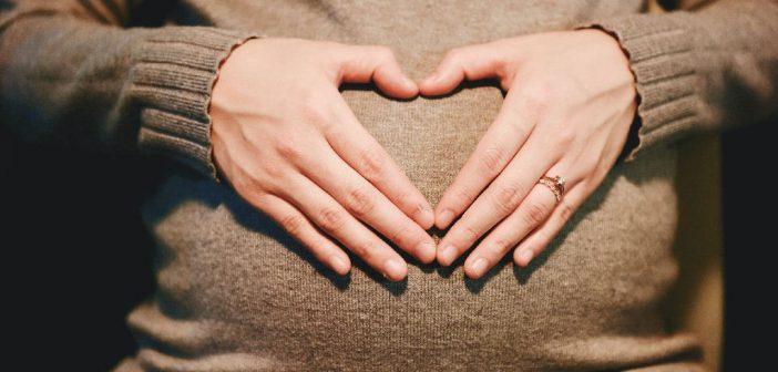 حقيقة تبول الجنين داخل الرحم