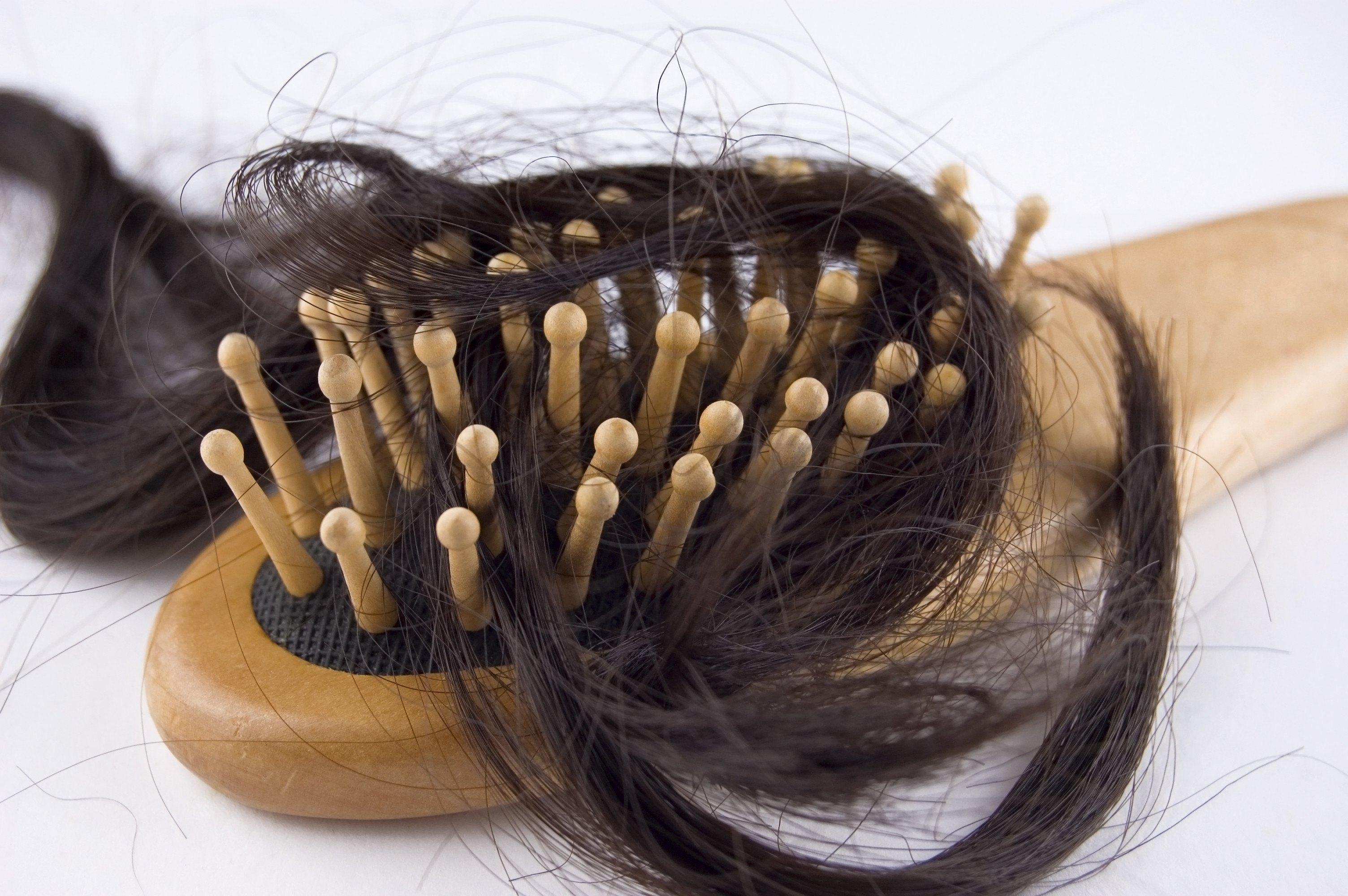 Photo of وصفات طبيعية لمنع تساقط الشعر الدهني