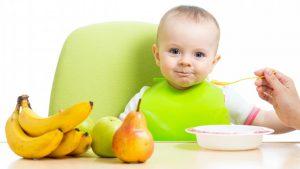 التعامل مع الطفل بعمر السنة من حيث النمو و التغذية
