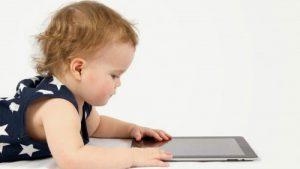 تطور اللغة عند الأطفال من عمر شهرين إلى عمر 8 سنوات