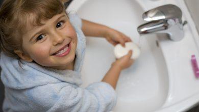 Photo of كيف نقنع الاطفال بضرورة غسل اليدين ؟