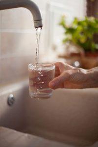 أهمية و فوائد شرب الماء لصحتك وصحة أطفالك