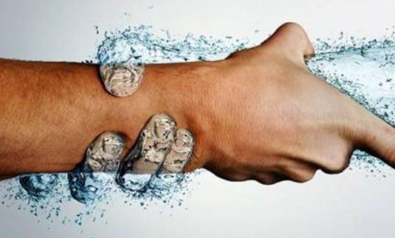 علامات تدل على نقص الماء في الجسم وطرق حساب الكمية المناسبة