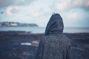 كيفية مساعدة الشخص المكتئب أن يتخطى حزنه