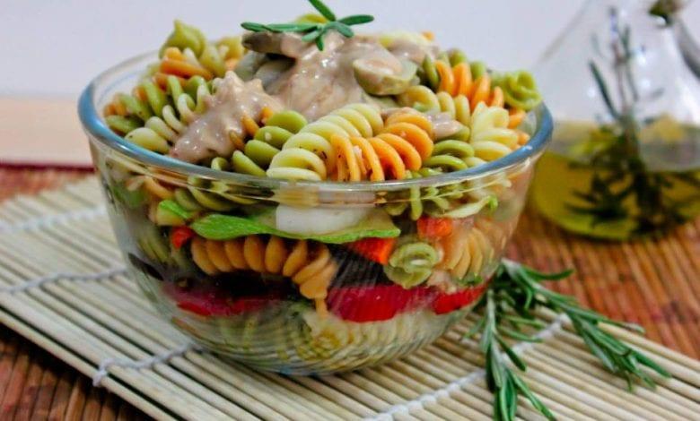 سلطة الباستا بالخضروات المشوية مع تتبيلة خل البلسميك