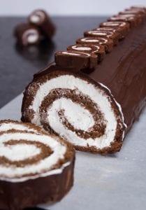 طريقة عمل سويسرول الشوكولاتة بالصور