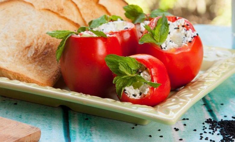 طريقة عمل طماطم محشية جبنة لأحلى مقبلات للفطار