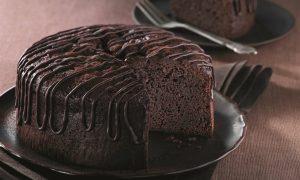 طريقة عمل كيكة الشوكولاتة الغامقة